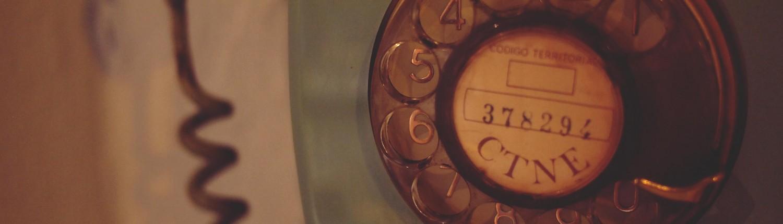טלפון ישן בצבע טורקיז