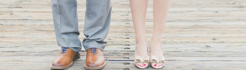 רגליים של גבר ואישה